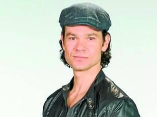 O ator Gabriel Gracindo interpreta o misterioso treinador Ziggy