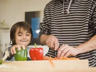 Paladar infantil pode ser estimulado durante o preparo dos alimentos