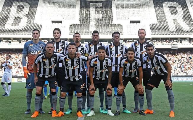 Time do Botafogo antes de partida contra o Vasco