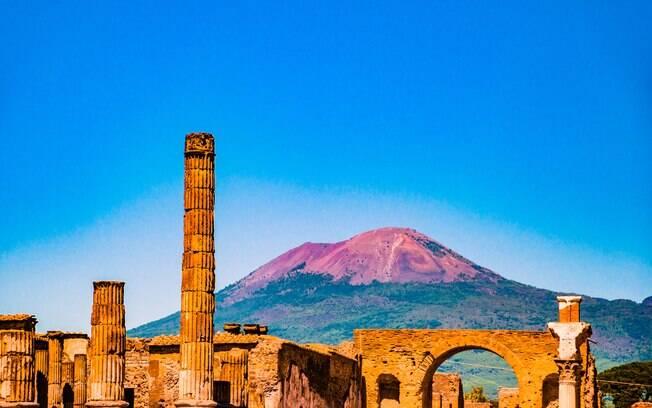 O Vesúvio é um dos vulcões mais famosos do mundo, ficou conhecido pela erupção que destruiu Pompeia e Herculano