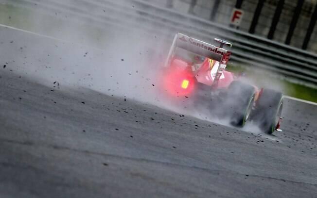 Felipe Massa frita os pneus nos treinos para  o GP da Malásia de Fórmula 1