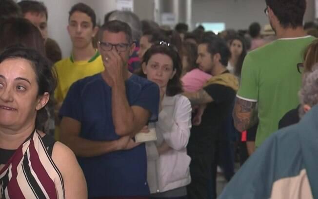 Eleitores enfrentaram filas para registrar votos principalmente nos locais onde há biometria, mas não deixaram de votar