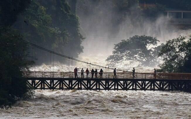 Devido às fortes chuvas no interior, nível do rio Piracicaba continuou subindo e atingiu 5,37 metros