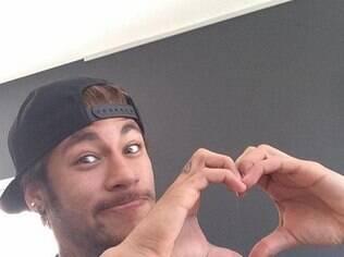 O amor vai sorrir para o craque Neymar, que pode até encarar um casamento
