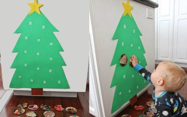 Nessa árvore de Natal, a criança estará livre para ficar colocando, tirando e recolocando os enfeites quantas vezes ela quiser