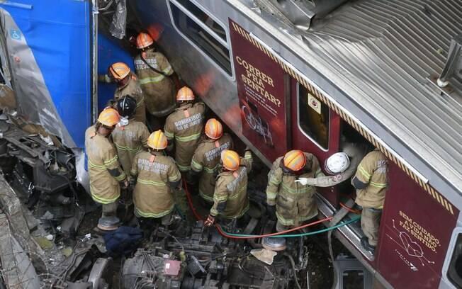 Dois trens batem no Rio de Janeiro, deixando pelo menos nove pessoas feridas; autoridades investigam episódio
