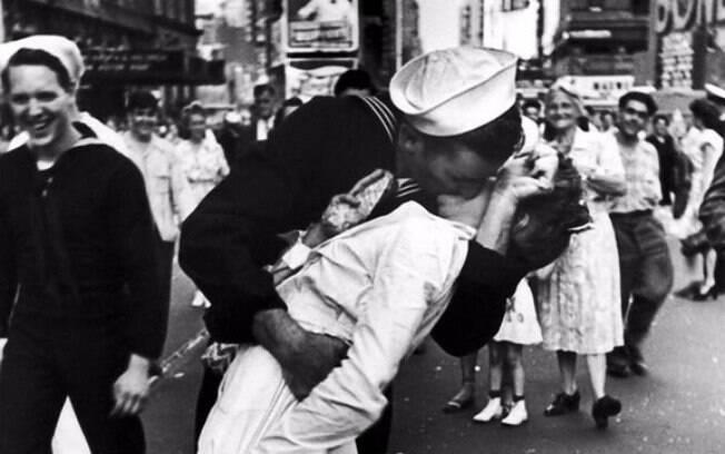 Greta Friedman na famosa foto do beijo em marinheiro
