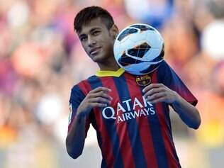 FC Barcelona's new signing Neymar controls the ball during his official presentation at the Camp Nou stadium in Barcelona, Spain, Monday, June 3, 2013. Neymar arrived in Barcelona on Monday to complete his deal with the Catalan club, which will see the Brazil star form a formidable attacking partnership with Lionel Messi. Neymar traveled straight to Spain from Brazil's friendly with England in Rio de Janeiro and is set to sign a five-year contract on Monday after choosing Barcelona over Real Madrid, bringing an end to an intense bidding war between the fierce rivals. (AP Photo/Manu Fernandez)