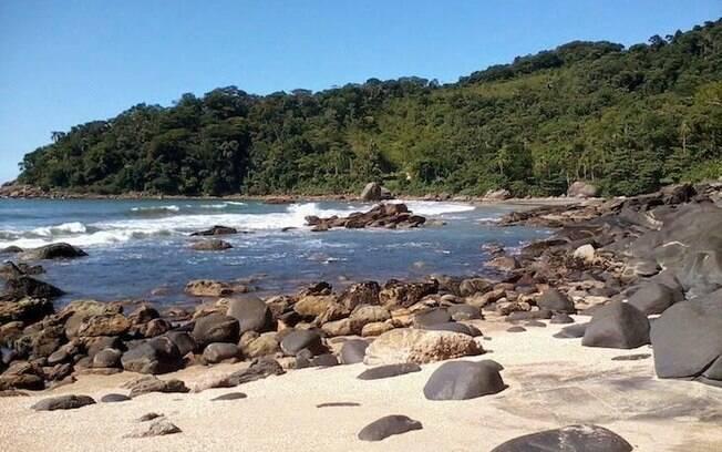 A prainha branca é um dos destinos favoritos dos turistas que querem encontrar uma praia tranquila, longe da agitação do centro do Guarujá.