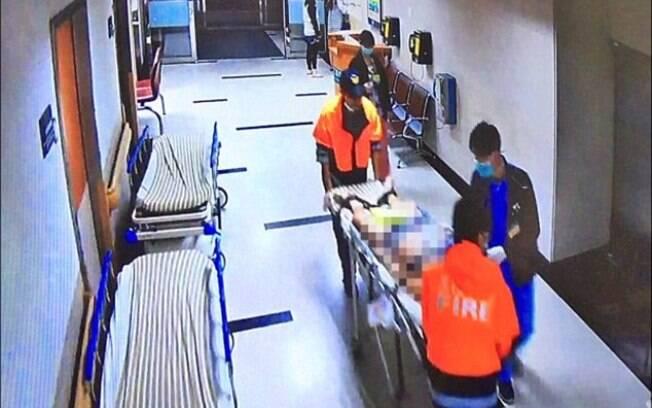 A emergência foi acionada por sua namorada e Huang recebeu socorro, mas jovem chegou ao hospital já sem batimentos