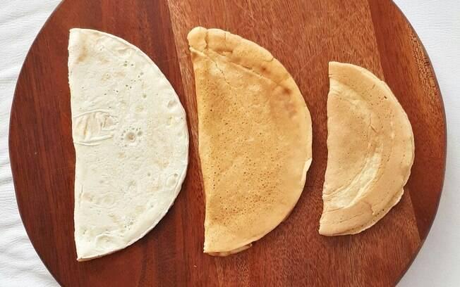 A imagem mostra, da esquerda para a direita, a uma crepioca tradicional, a crepipoca e a crepipoca low carb