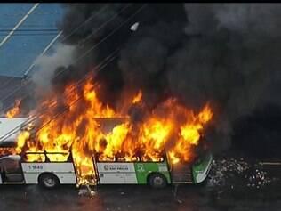Ônibus é incendiado na zona norte de São Paulo