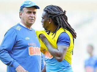 Estratégia. Para reambientar a equipe, técnico Marcelo Oliveira comandou um treino leve, ontem, no próprio palco da partida de hoje