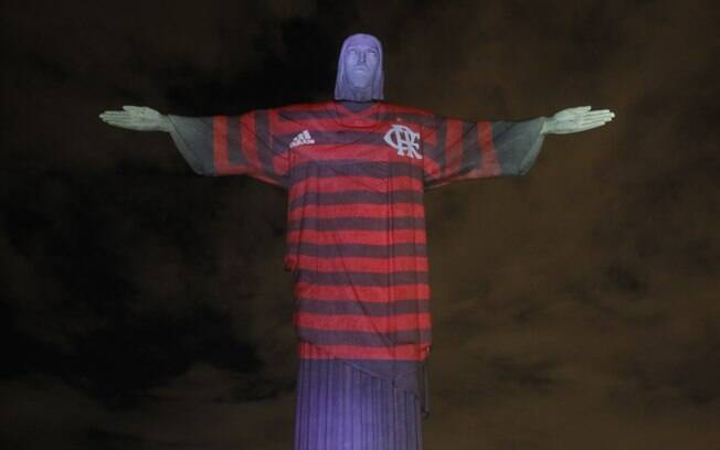 Cristo Redentor com a camisa do Flamengo