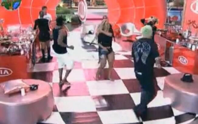 Peões reclamaram da trilha sonora da festa de hoje
