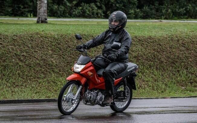 Na pista de testes, a Honda Pop 110i também mostrou a vantagem dos freios CBS no uso cotodiano