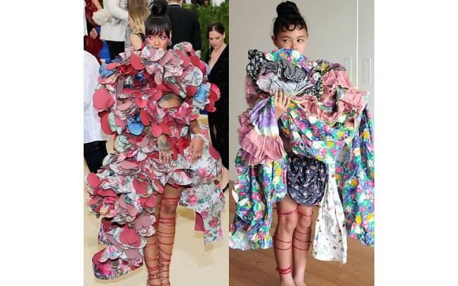 Riley posou segurando diversas peças de roupas para imitar um dos looks mais inusitados de Rihanna