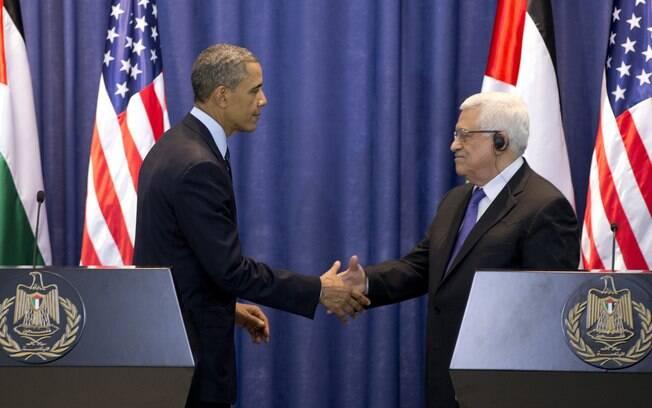Obama cumprimenta o presidente palestino, Mahmud Abbas, em Ramallah, Cisjordânia (21/3/2013)