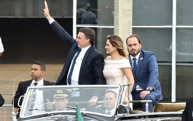 Carlos Bolsonaro durante cerimônia de posse do pai: vereador exerce influência no governo federal