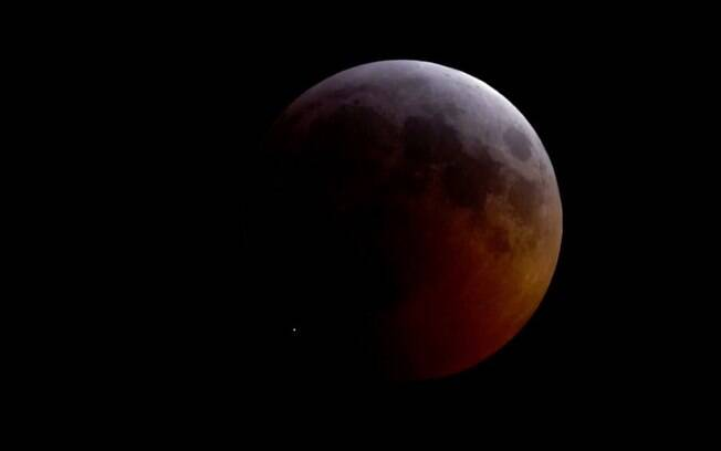 Flash de luz atinge Lua durante eclipse total e instiga cientistas