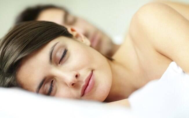 Cuidados com a alimentação à noite e com a ingestão de remédios ajudam a garantir um sono tranquilo