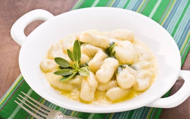 Foto da receita Nhoque de batata com molho cremoso de manteiga e sálvia pronta.