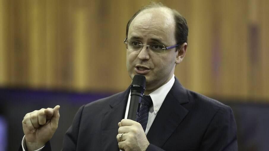 Governo de SP mantém escolas abertas durante a fase vermelha
