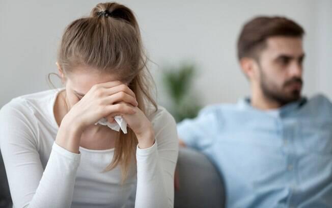 Mulher foi convidada para ser madrinha de casamento ao lado do ex-noivo, mas descobriu traição dias antes da cerimônia