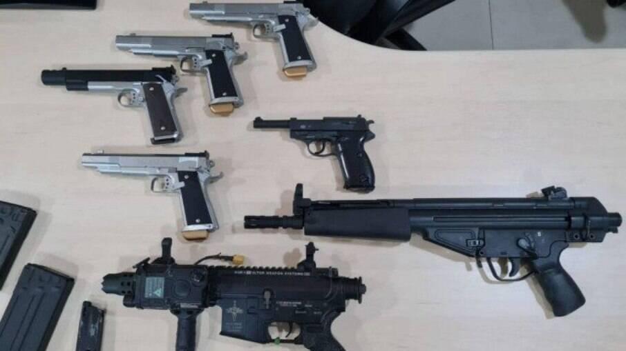 Armamento e peças foram enviadas pelo Correio dos Estados Unidos para o Brasil