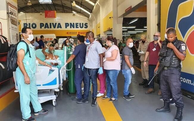 Pacientes retirados do Hospital Federal de Bonsucesso foram levados para borracharia