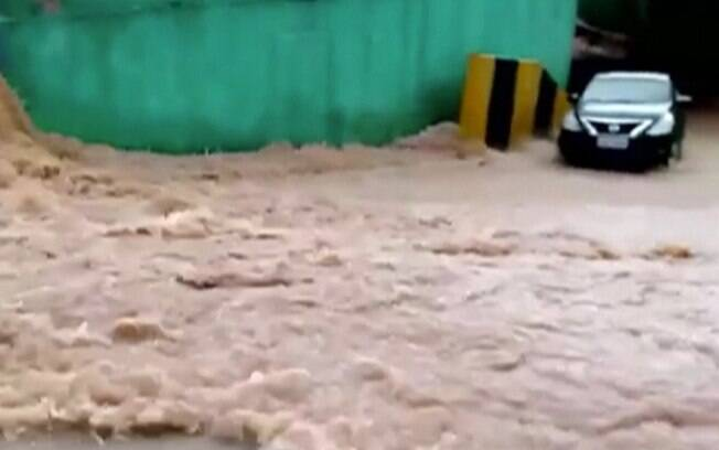 Em menos de uma hora, Ferraz de Vasconcelos registrou mais de 95mm de chuva