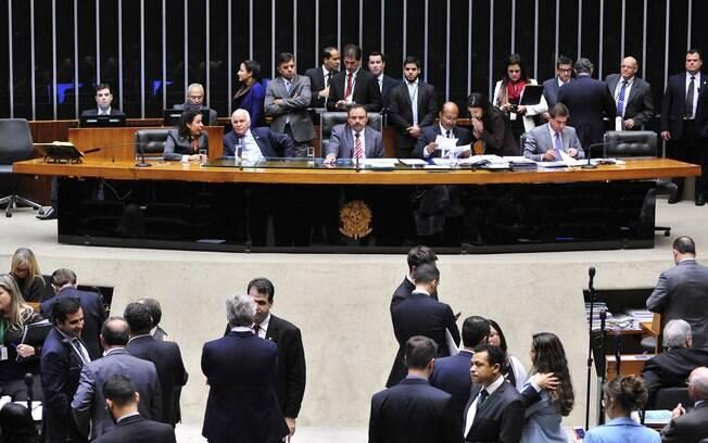 Câmara dos Deputados elege novo presidente na tarde desta quarta-feira (13)