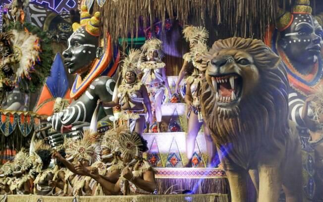 A Tatuapé foi a quarta escola a desfilar no primeiro dia do carnaval de São Paulo e virou a apuração na última nota