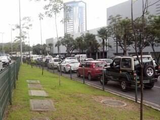 Acidente na MG-030, em Nova Lima, complicou o trânsito na BR-356, próximo ao BH Shopping