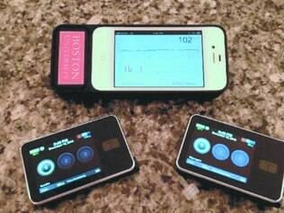 Novidade. O sistema consiste em um smartphone ligado a um monitor de glucose e bombas que fornecem insulina e glucagon