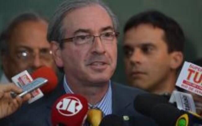 A visita de Eduardo Cunha ao plenário da CPI foi elogiada por parlamentares aliados e da oposição