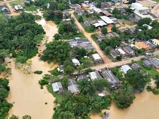 Enchentes deixam 11 mil sem casa