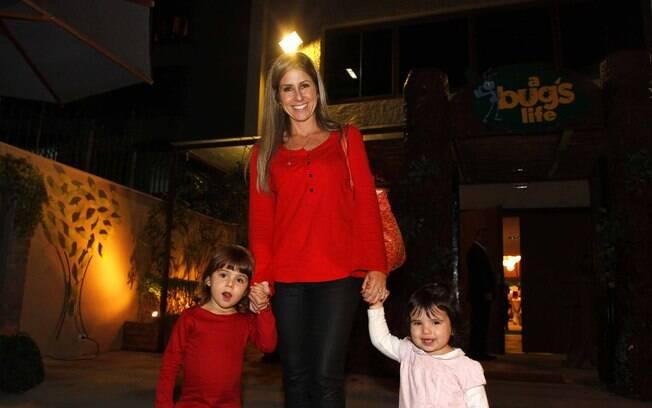 Patricia Maldonado com as filhas Nina e Maitê