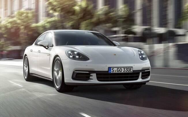 Porsche Panamera 4 E-Hybrid tem eficiência que pode ser desfrutada por poucos, principalmente no Brasil