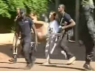 Policiais retiram reféns do hotel, bastante usado por funcionários da Air France