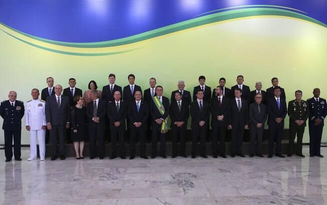 Posse do novo presidente foi encerrada com foto oficial da nova equipe do governo, composta pelos ministros de Bolsonaro