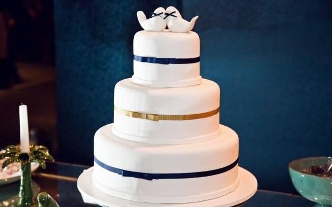 Bolo da Biscotteria: pombinhos representam os noivos