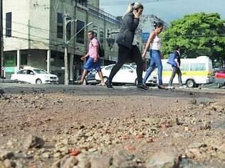 Chuva deixou estragos e sujeira na avenida Francisco Sá, no bairro Prado