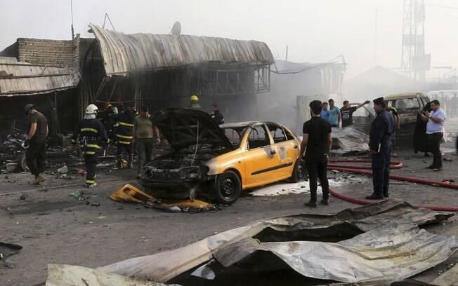 Explosão de carro-bomba em uma zona comercial de Bagdá em abril deste ano