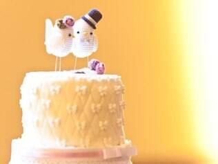 Topo de bolo: pombinhos de crochê