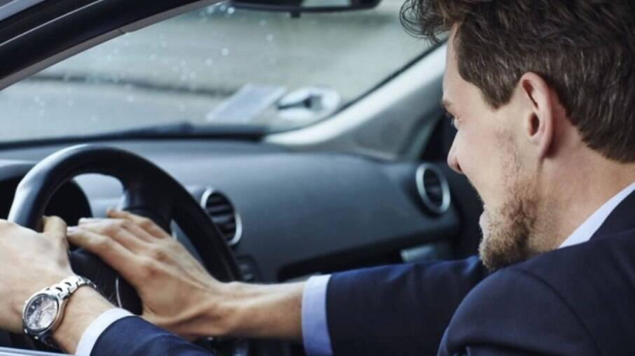 É melhor se controlar no trânsito e não buzinar de forma prolongada para não correr o risco e levar multa de R$ 88,38