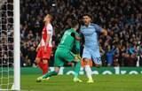 Com duas viradas e oito gols, City bate Monaco e larga na frente nas oitavas