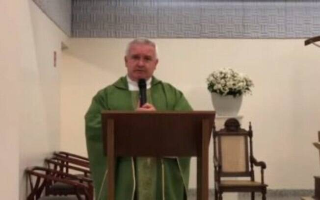 Missa foi transmitida online para os fiéis neste domingo (5), do interior de São Paulo