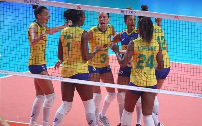 Seleção feminina de vôlei do Brasil perdeu de virada para os Estados Unidos