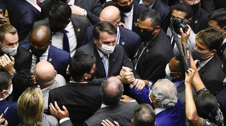 Centrão aconselha Bolsonaro a aumentar o auxílio emergencial